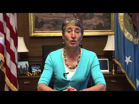 Secretary Jewell welcomes employees back to the Interior Department