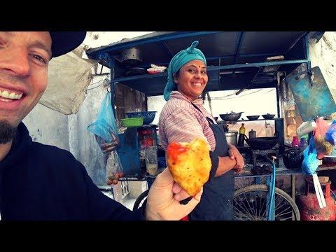 Nepal Street Food: $0.20 Samosa Vs. $0.80 Chow Mein 🇳🇵