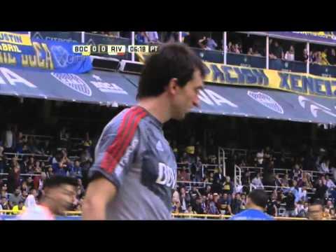 Nadie empujó el centro de Pavón. Boca 0 - River 0. Fecha 12. Primera División 2016.