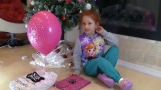Патрисия открывает подарок в старый новый год. Распаковка Айпад эйр 2. Unboxing Review ipad air 2