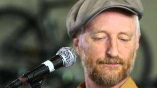 Billy Bragg - No One Knows Nothing Anymore (Live on KEXP)
