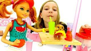 Видео для девочек - Стейси готовит напитки - Игры в куклы