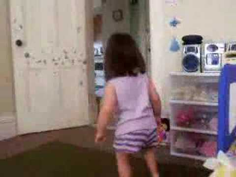 Little Girl MERENGUE Dancing- Cute