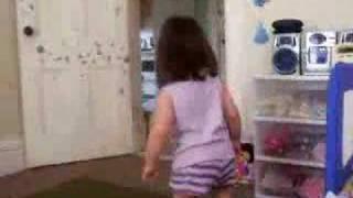 Little Girl MERENGUE Dancing- Cute