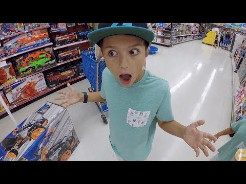 🛒 KID GETS TOYS R US SHOPPING SPREE FOR BIRTHDAY?! 🏄