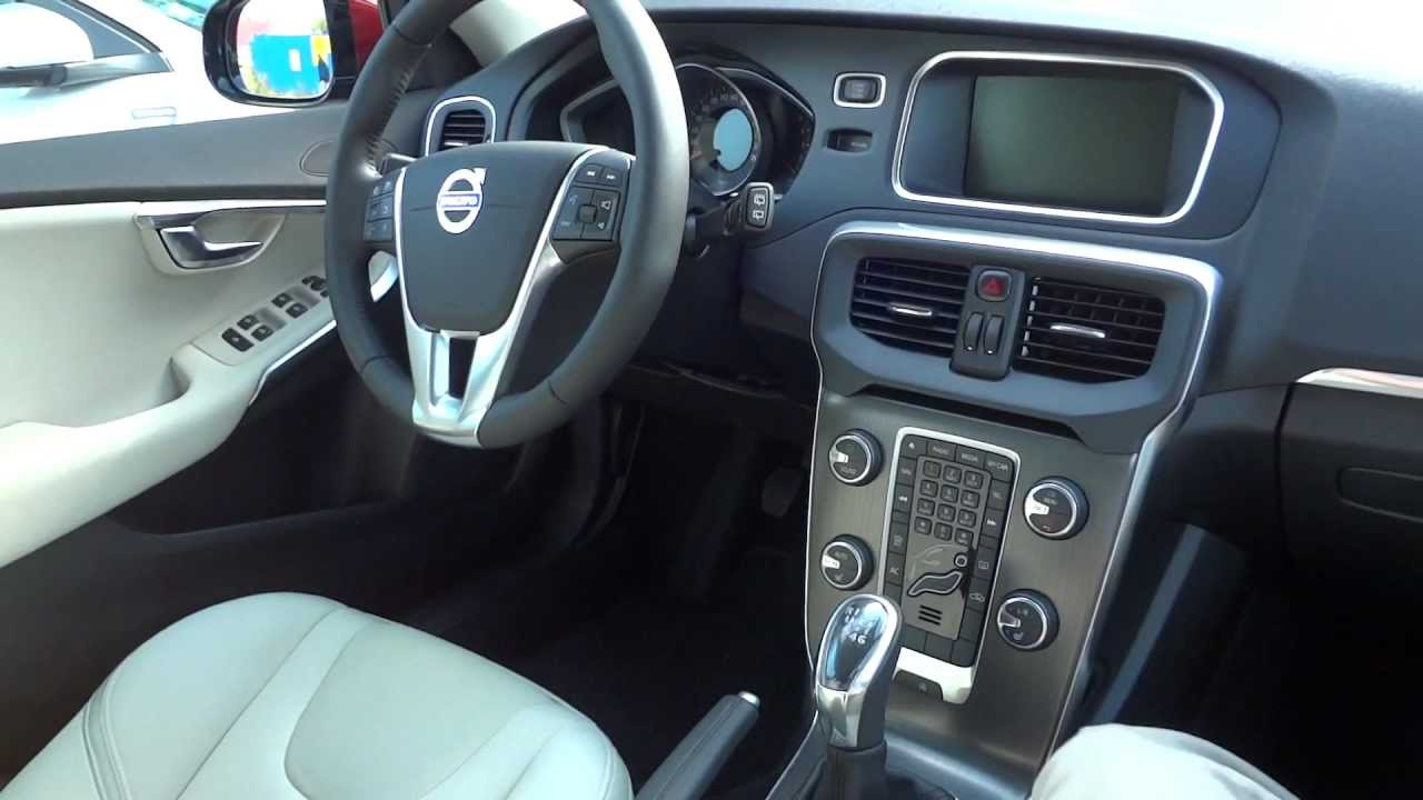 volvo v40 t3 150km 2013 youtube. Black Bedroom Furniture Sets. Home Design Ideas