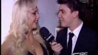 Cinthia Santos na Festa da Brasileirinhas CQC entrevista