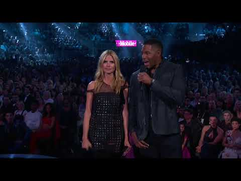 Heidi Klum and Michael Strahan Present Top Hot 100 Artist - BBMA 2016