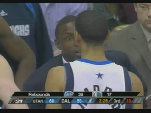 Avery Johnson Takes Timeout to Chew Out Devin Harris (2007)