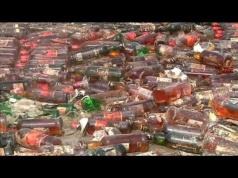 شاهد: السلطات الباكستانية تدمر ثلاثين طنا من المواد المخدرة والمزورة …  - نشر قبل 60 دقيقة