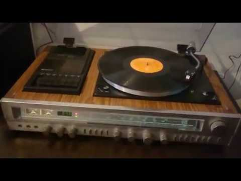 Sanyo Solid State Stereo Music Centre G3002 In Working condition.