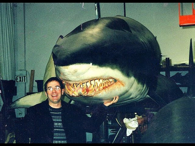 【牛叔】邪恶科学家随意篡改鲨鱼基因,激活上古猛兽追杀人类,吾儿奉先何在!