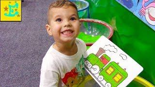 Егорка Играет цветным песком !!!