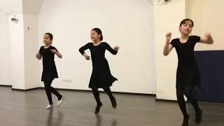 Супер зажигательный танец учениц школы