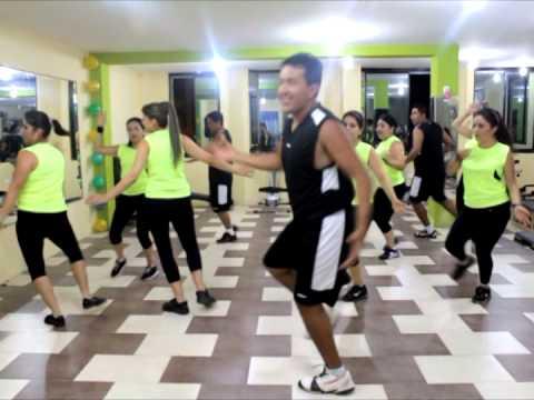 Bailoterapia para bajar de peso cumbias ecuatorianas