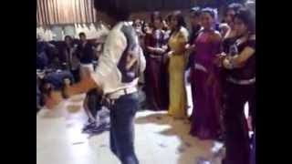 شاب عراقي يرقص في احد الفنادق العراقيةmp4