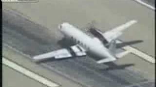 Посадка самолета без шасси и на одном двигателе