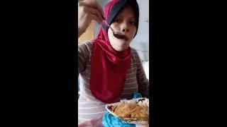 Bumil 9bln makan sambil kerja