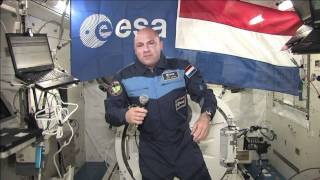 Kuipers Briefs Dutch Prime Minister on ISS Mission
