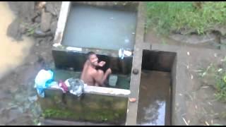 perawan mandi di kali keliatan anunya montox