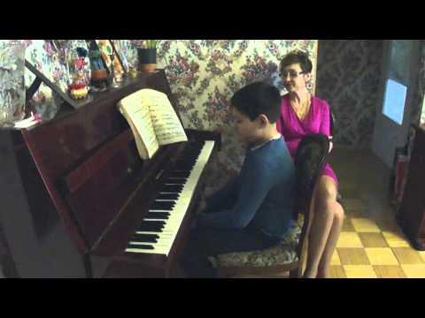 Уроки игры на фортепиано Урок № 4 Эльдар. Работаем над постановкой рук