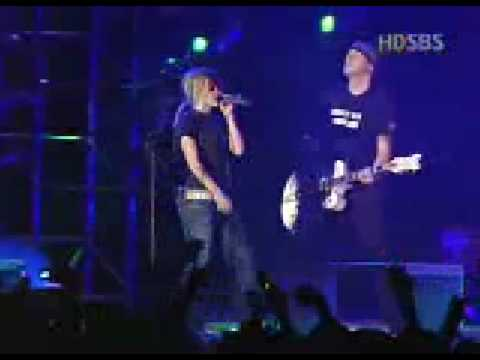Avril Lavigne Live in Korea 2004 Nobody's Fool