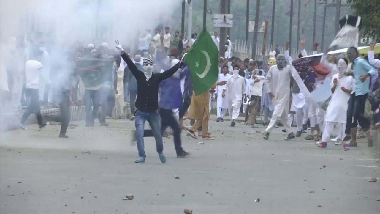 clashes-amid-eid-celebrations-in-kashmir