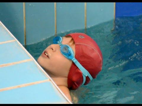 Как научить ребенка плавать в 1 год