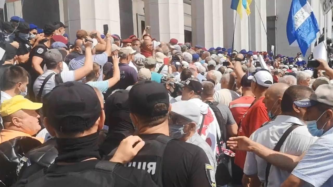 В Киеве прошли столкновения между пенсионерами-силовиками и полицией