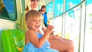 Оливия приехала в парк развлечений и аттракционов Терра Митика   Для детей   город Бенидорм Испания