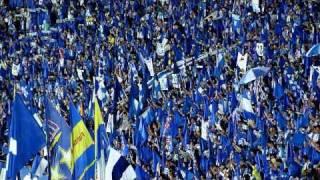 旗、マフラー、ゲーフラを掲げながら) 青き旗ー のもーとーにー 集いし...