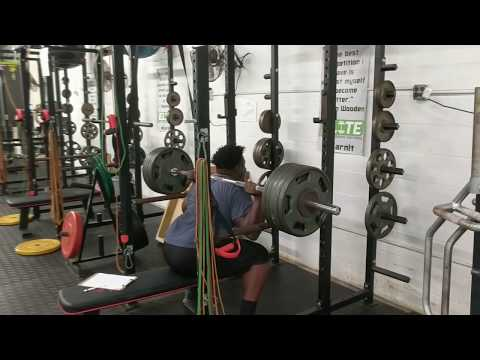 Big Diesel repping out 500 on squats, no problem