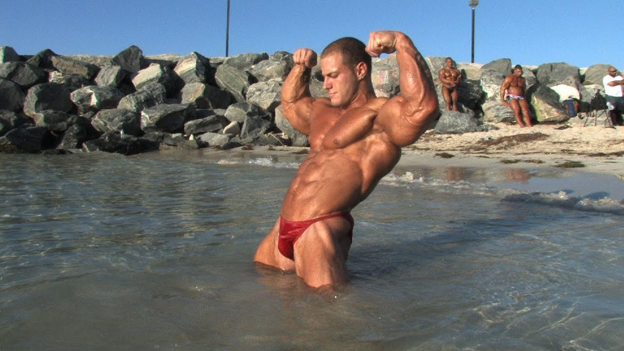 Actores Porno Españoles Bodybuilder handsome bodybuilder posing on the beach - youtube