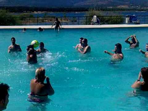 Cumplea os gemma patxi cartan en la piscina de buitrago for Piscina natural de riosequillo