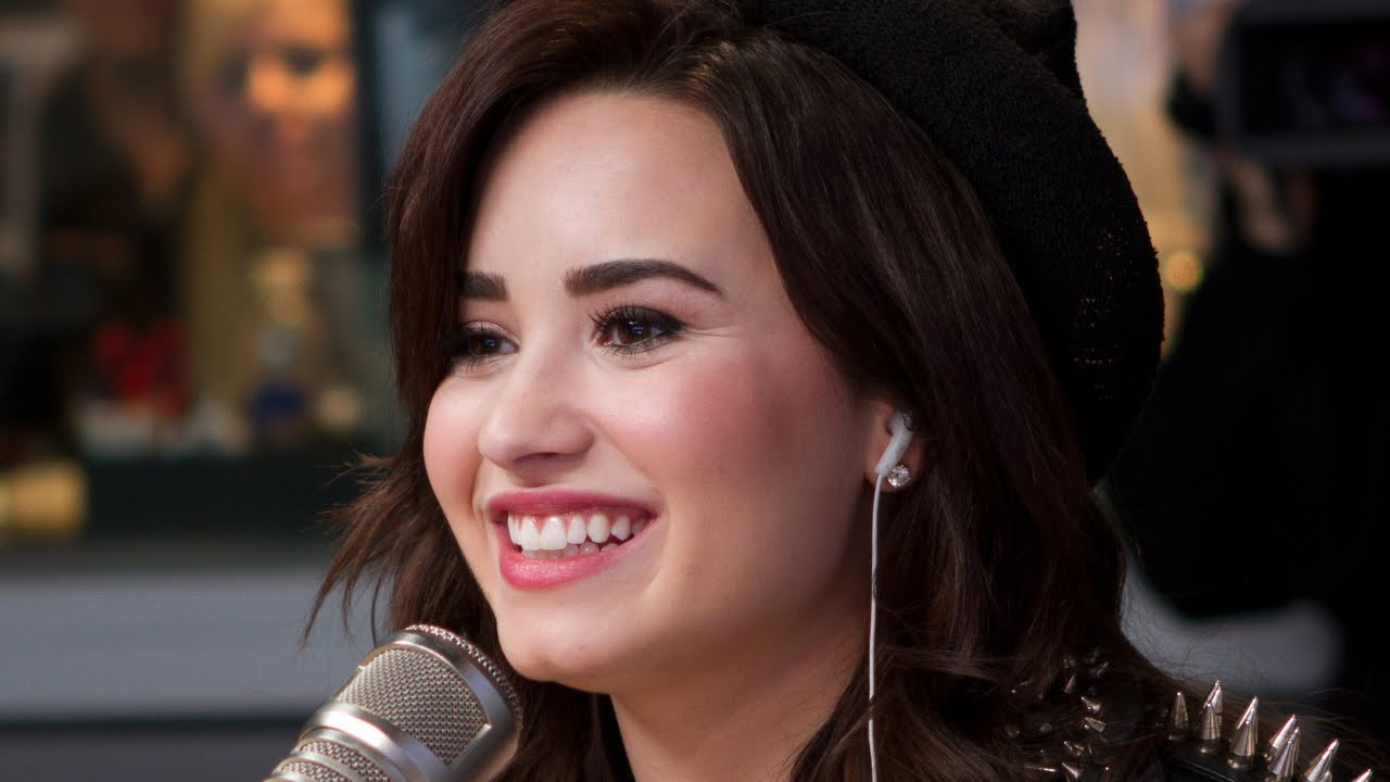 Demi Lovato Debuts Heart Attack PART 1 | Interview | On ...