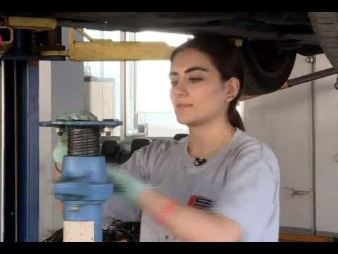 رنا الجميلة.. ميكانيكيّة سيارات -من غرفة الأخبار-  - نشر قبل 1 ساعة