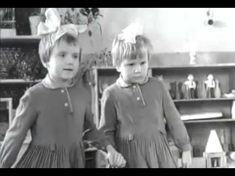 Как в детский сад привели сразу 11 пар близнецов!