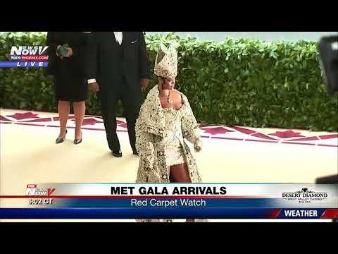 RIHANNA ARRIVES: Met Gala 2018 red carpet arrival (FNN)