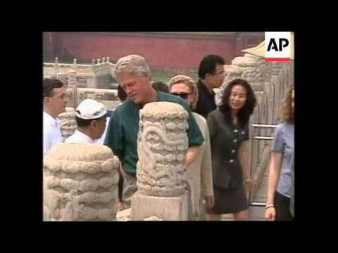 CHINA: BEIJING: BILL CLINTON & FAMILY GO ON SIGHTSEEING TOUR