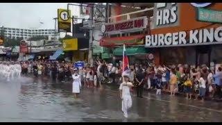 Циклон залил все улицы, но парад состоялся. СРАВНИМ наших и американских моряков
