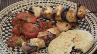 How To Prepare Chicken Kebabs With Tomato Salad At Home