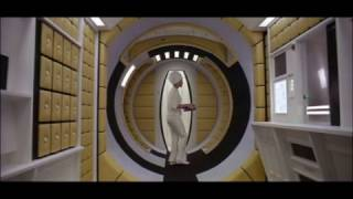 Стюардесса в фильме «2001 год: Космическая одиссея» (1968)