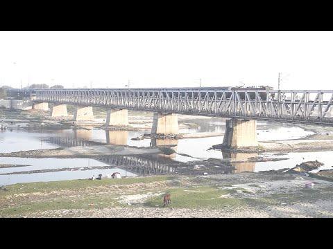 Allahabad Jaipur Express at Yamuna Bridge Agra