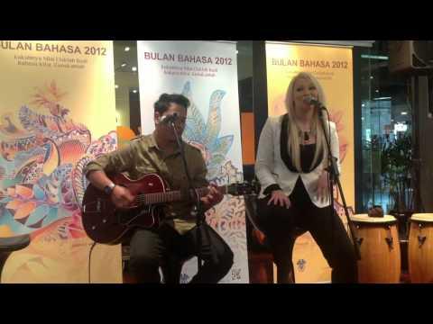KANTOI ( Zee Avi Cover ) - Cassidy La Creme ft. Irwan Azly @ Bulan Bahasa 2012