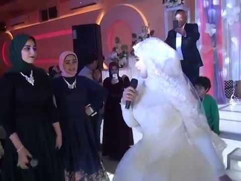 أخوات العريس بيوقعوا بين العريس و العروسه فى الفرح و تقوم خناقه كبيره بين العروسين و تحدث المفاجأه