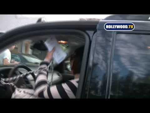 Kate Walsh gets a parking ticket at Jenni Kayne