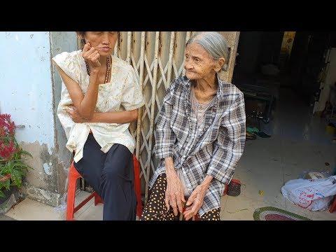 Bà Cụ 90 Tuổi Thân Hình Gầy Tong Teo Nhịn ăn để Lo Cho Con Gái Tâm Thần