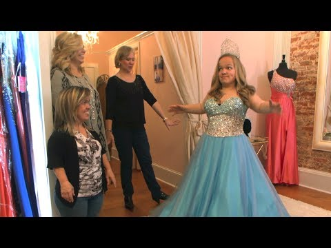 Christmas Beauty Pageant Outfits.Watch Elizabeth Johnston Try On These Beautiful Pageant Dresses