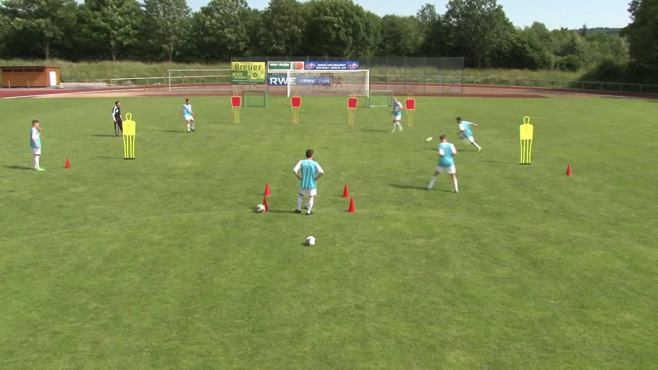 Fussball Dvd Der Schnittstellen Ball Torchancen Perfekt Vorbereiten