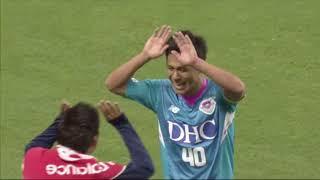 PKのチャンスを小野 裕二(鳥栖)がゴール右隅に蹴り込み、ホームの鳥栖...